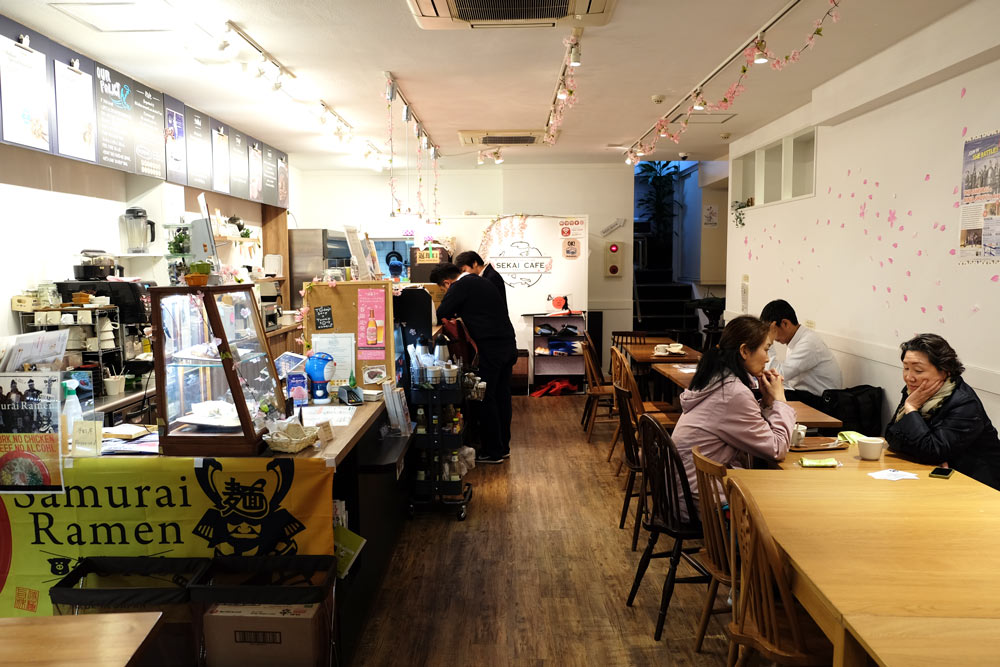 sekai-cafe-asakusa-interior-muslim-friendly